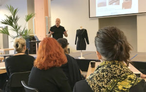 Nils-Krister Persson, docent vid sektionen för Textilteknologi och Smart Textiles presenterar EU-projektet SUITCEYES