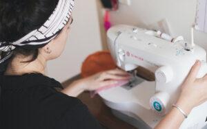 ung kvinna syr/Smart textiles